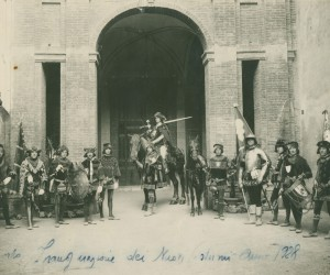 1928-RINNOVO COSTUMI COMPARSA NELL ' ATRIO DELLA CHIESA