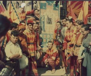 1949- 3 LUGLIO COMPARSA E PALIO DAVANTI ALLA CAPPELLA FOTO A COLORI