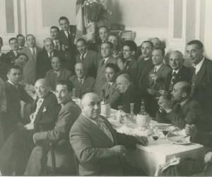 1953-11 OTTOBRE BANCHETTO CHIUSURA DA TURIDDO COMMENSALI IN POSA