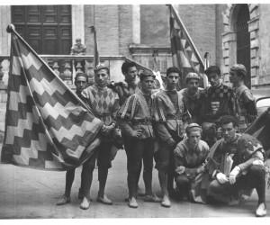 1953-29 GIUGNO LA COMPARSA A SAN VIGILIO DURANTE IL GIRO AI PROTETTORI