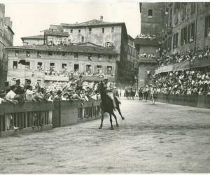 1957-2 LUGLIO ARRIVO VITTORIOSO DI VITTORINO E TANAQUILLA
