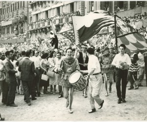 1957-2 LUGLIO IL GIUBILO DEI CONTRADAIOLI DOPO LA VITTORIA